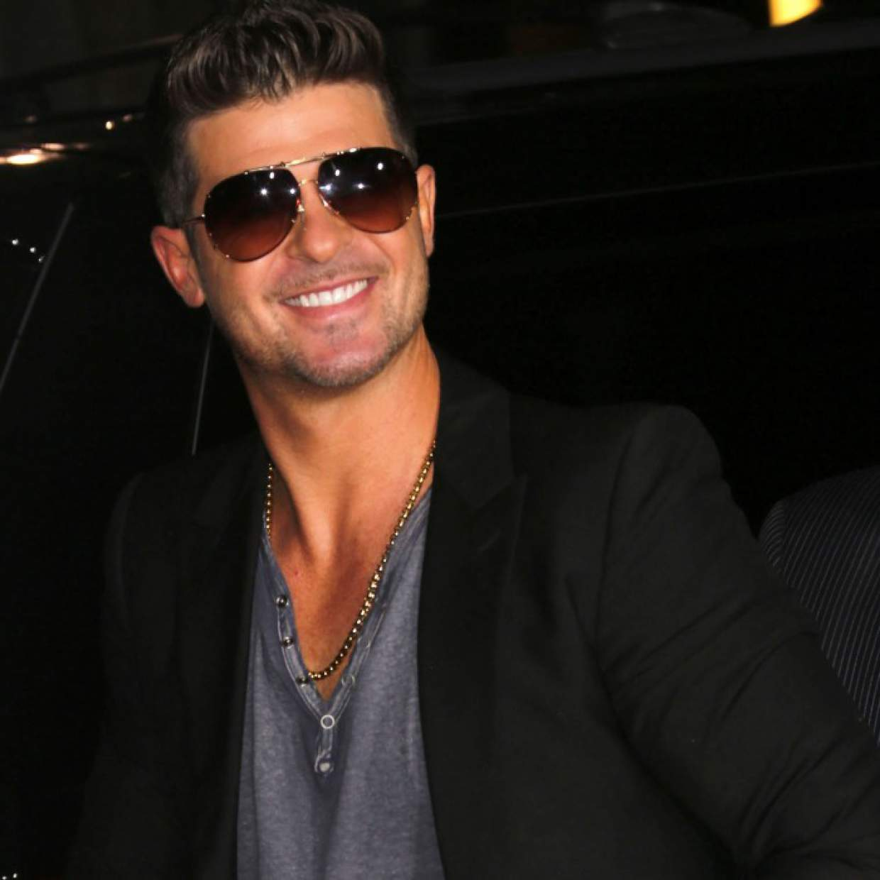 Robin Thicke Introduces New Model Girlfriend