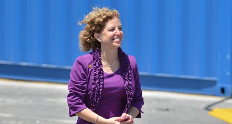 Debbie Wasserman Schultz resigns