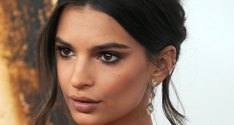 Top 10 Hottest Pics of Model Emily Ratajkowski