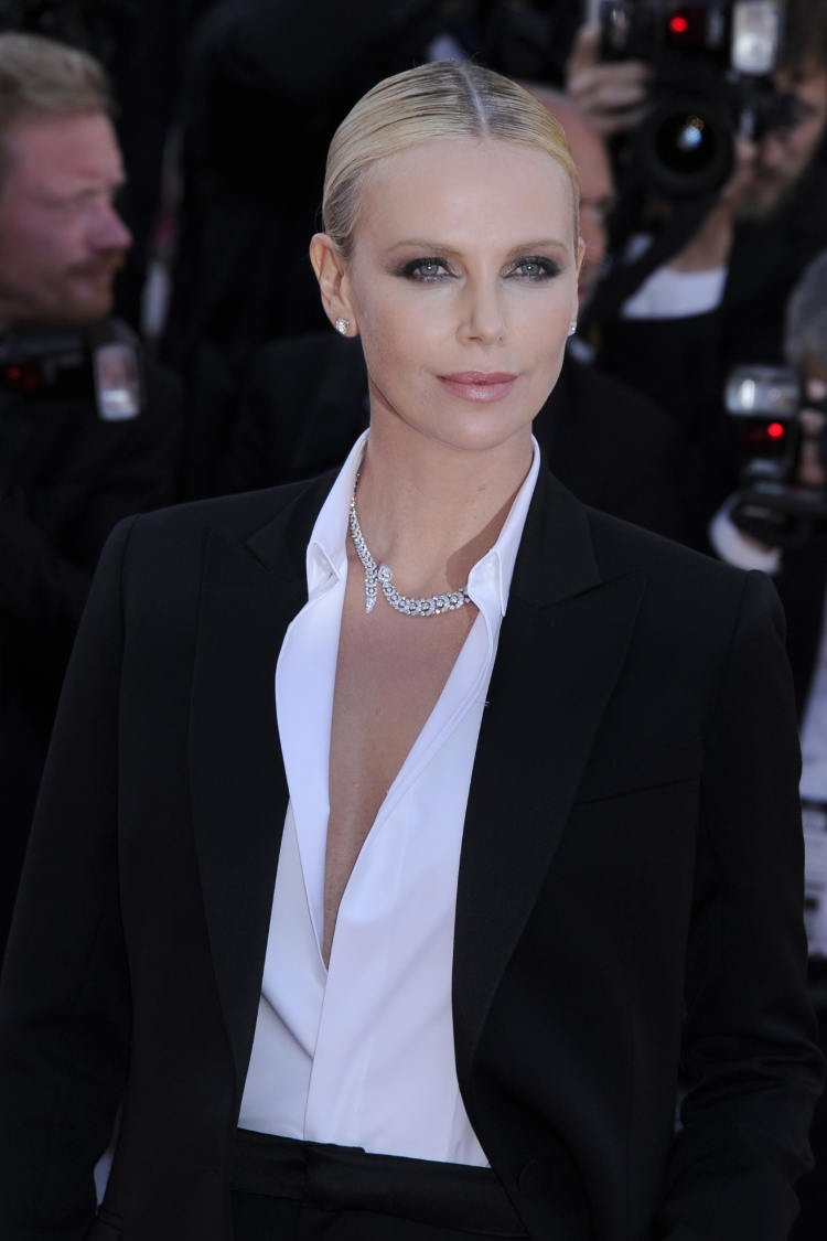Hottest Charlize Theron Pics