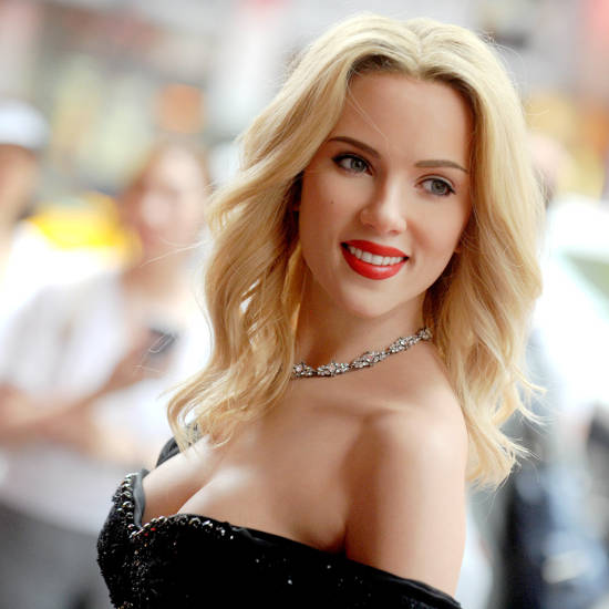 scarlett johansson boobs exposing cleavage pic