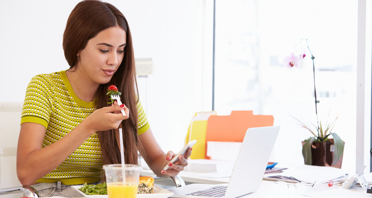 10 Healthy and Delicious Snacks To Eat At Your Desk