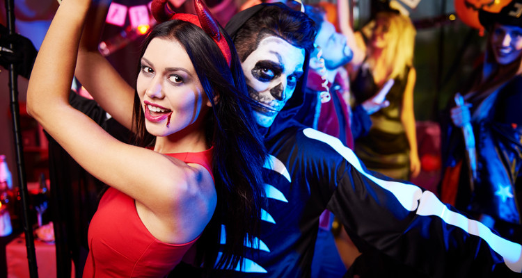 10 Halloween Costumes for Couples
