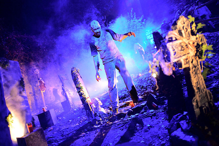 graveyard halloween ideas