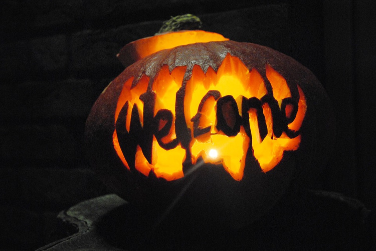 welcome pumpkin halloween idea