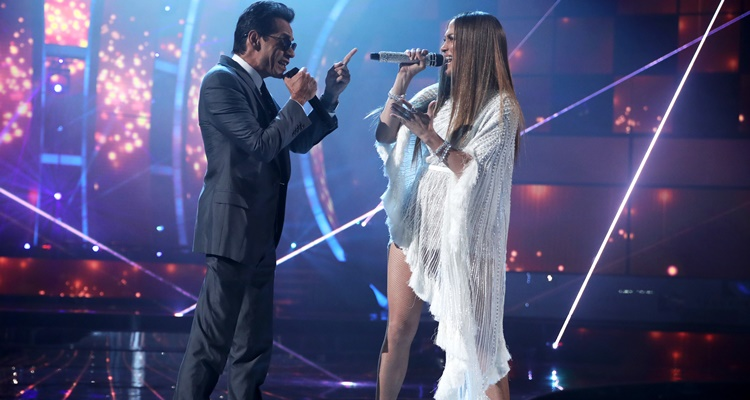 Jennifer Lopez and Marc Anthony Kiss at Grammy Awards