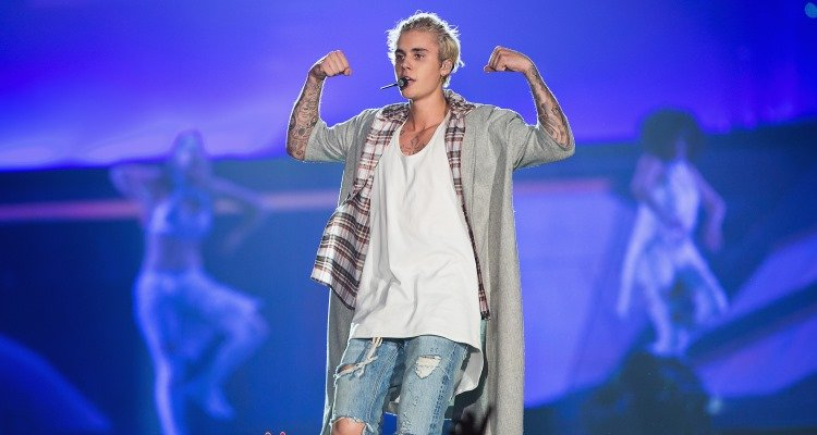 Justin Bieber PUNCHES Fan in Barcelona