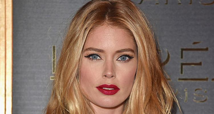 Doutzen Kroes' Hot Christmas Photo