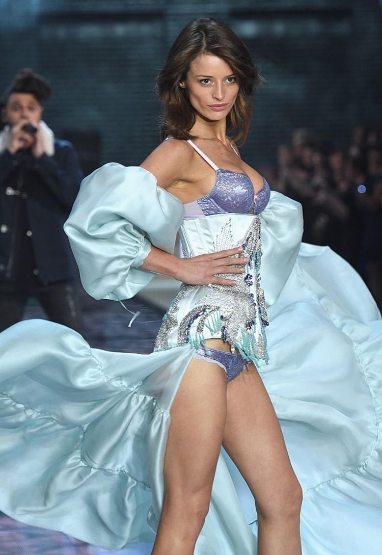 Flavia Lucini victoria secret fashion show