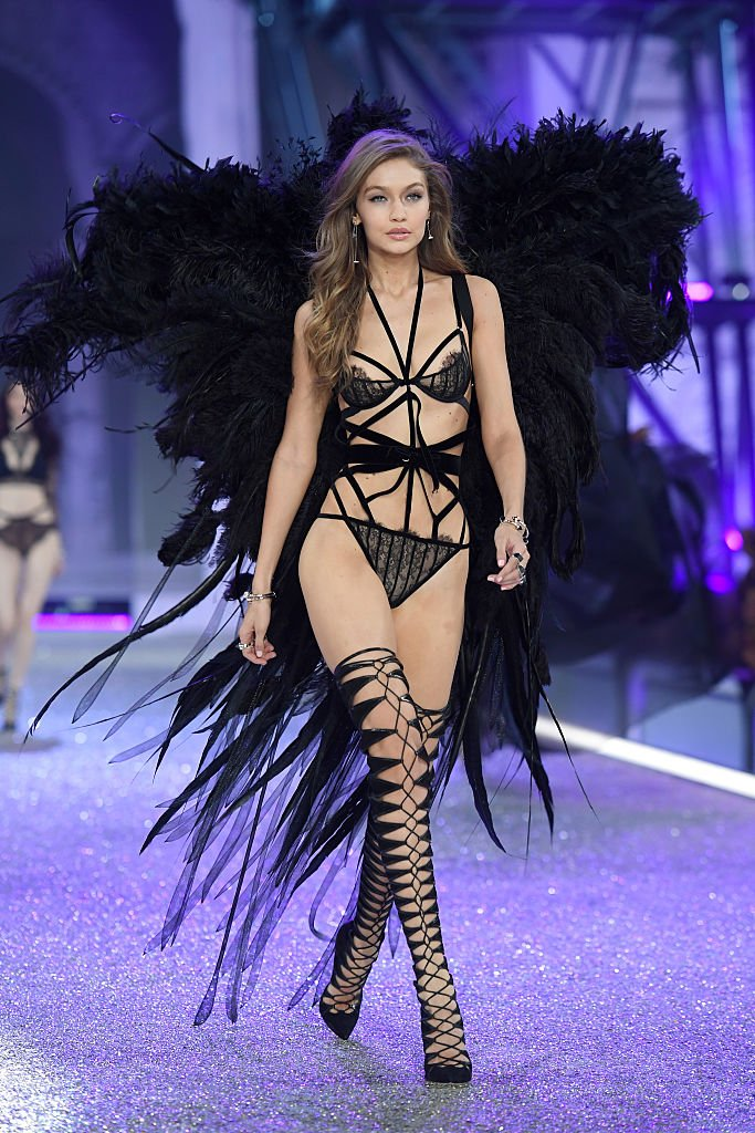 Gigi Hadid hot VS Fashion Show