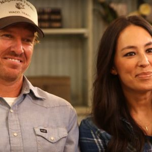 joanna gaines wiki net worth how much is the fixer upper star worth. Black Bedroom Furniture Sets. Home Design Ideas