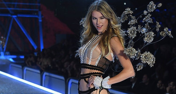 Victoria S Secrets Fashion Show  Live Stream