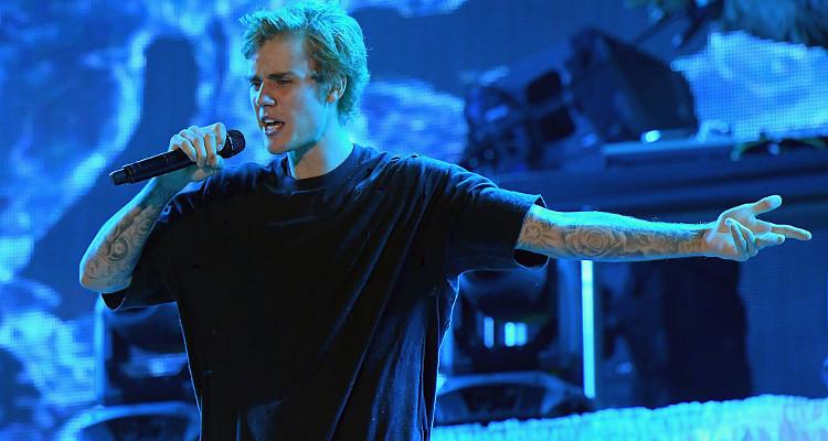 Justin Bieber Looks Sad and Alone
