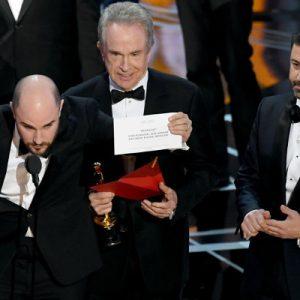 Watch Oscars 2017 Fail Video
