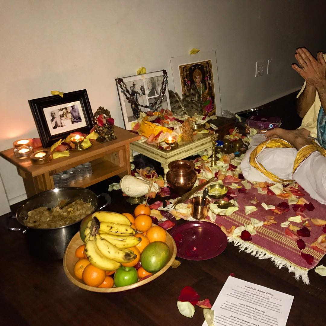 miley cyrus india puja
