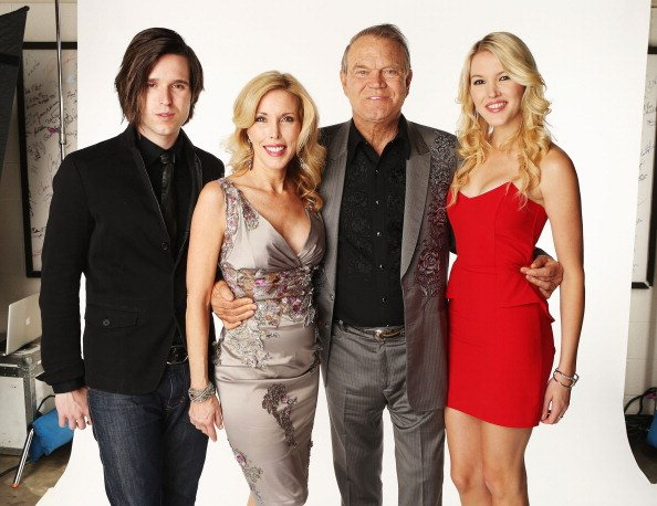 Shanon Campbell, Kim Woolen, Glen Campbell and Ashely Campbell