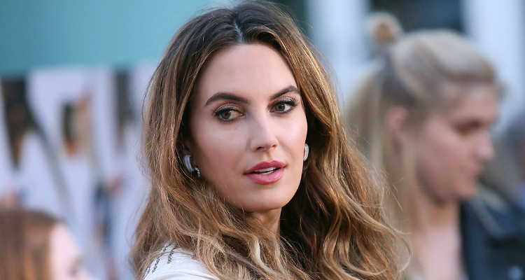 Elizabeth Chambers Wiki: Everything You Need to Know about ... Elizabeth And Caroline Grant