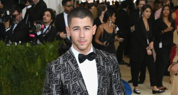 Nick Jonas WHO  s dating som is Breaking meddelanden för dejtingsajter