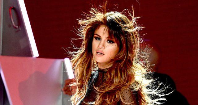 Selena Gomez Hot Pics