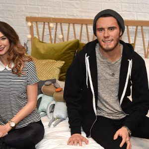 Moved To A New House In Brighton England Together Celebrities Https Www Earnthenecklace Wp Content Uploads 2017 06 Zoella Wiki 300x300 Jpg