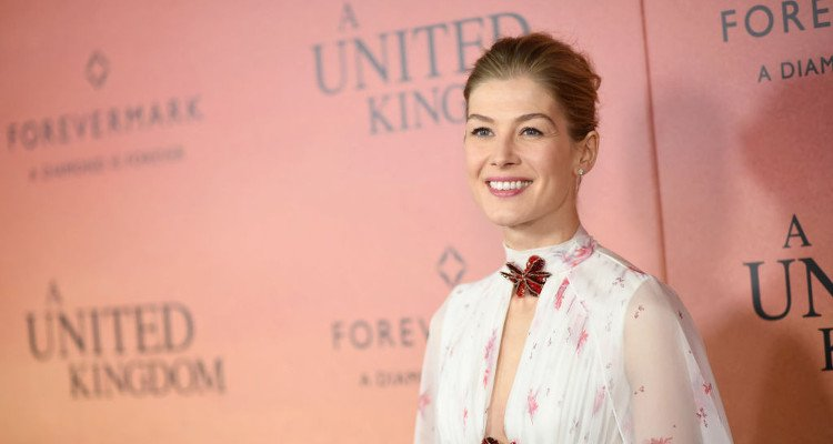 Rosamund Pike Hot Pics