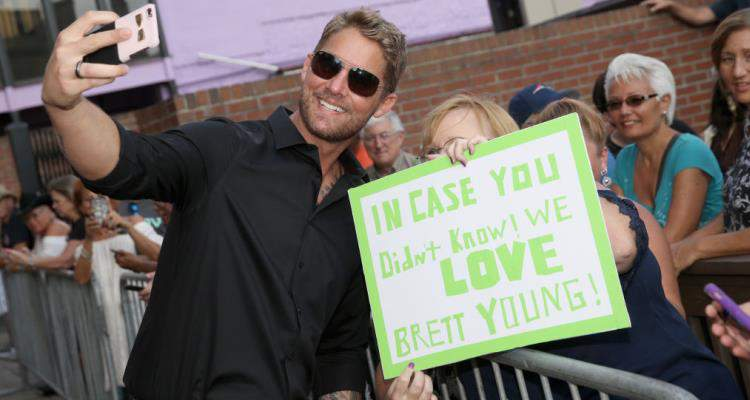 Taylor Mills Wiki Who Is Mercy Singer Brett Young S Fiancee