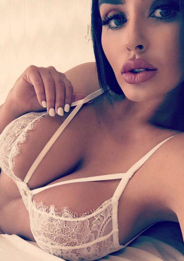 Abigail Ratchford Sexy Pics