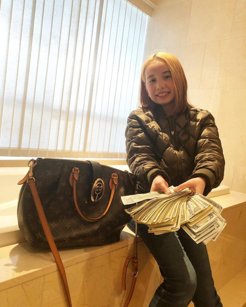 Lil Tay Showing Off Her Money