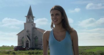 """Laysla De Oliveira Wiki, Age, Boyfriend & Facts About Becky DeMuth from Netflix's """"In the Tall Grass"""""""