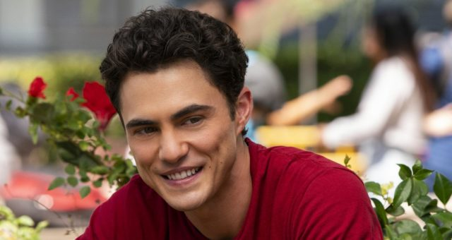 """Darren Barnet Wiki, Age, Fmily, Siblings, Father, Career, Education, Ethnicity and Facts About the Actor Playing Paxton on """"Never Have I Ever"""""""